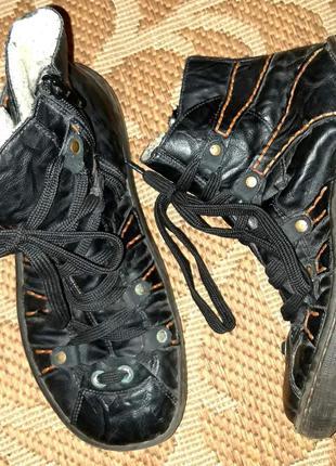 Зимові черевики відомого бренду