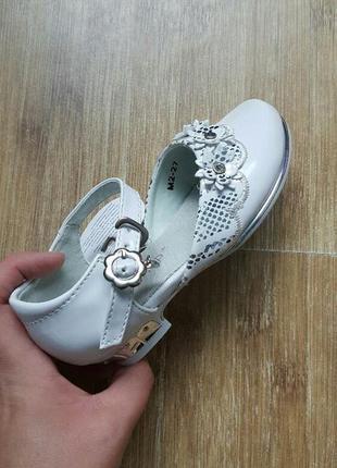 Нарядные белые туфли кумир
