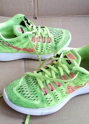 Яркие суперлёгкие оригинальные кроссовки nike