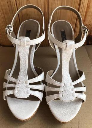 Элегантные полностью кожаные босоножки туфли zara