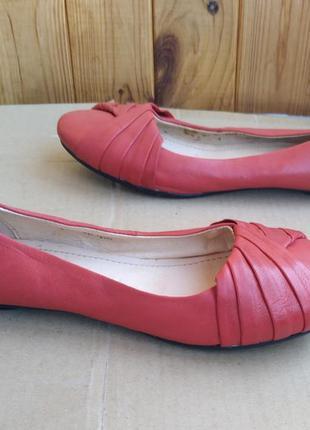 Стильные полностью кожаные удобные туфли лодочки балетки pavers