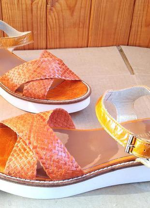 Шикарные новые полностью кожаные стильные босоножки pasqualini