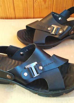 Новые полностью кожаные сандалии шлепанцы с массажной стелькой...