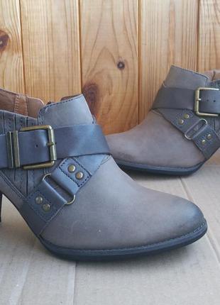 Удобные полностью кожаные туфли clarks стильные ботильоны