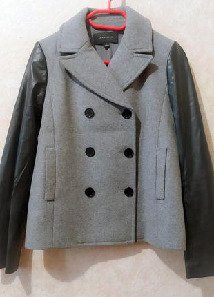 Короткое шерстяное пальто куртка