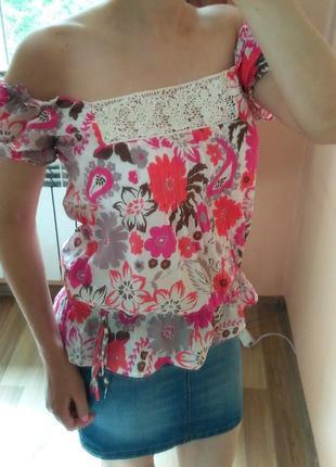 Яркий топ футболка блуза с открытыми плечами в цветы monsoon. ...