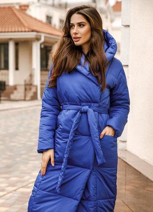 Трендовая куртка-пальто под пояс синего цвета