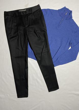 Zara чиносы . чёрные брюки с защипами чинос