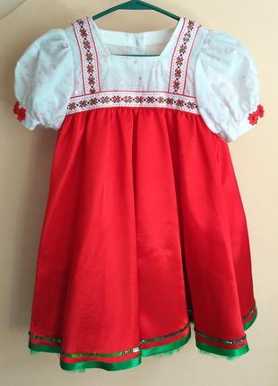 Платья красно-зеленые с пышной юбкой на девочек 7-9 лет. разны...