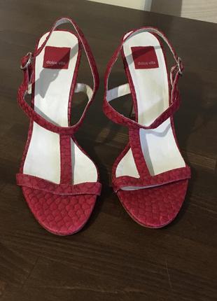Dolve vita италия оригинал  кожаные красные босоножки питон ре...