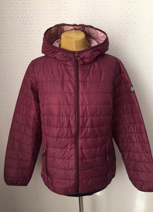 Классная куртка поперечка красивого цвета от добротного бренда...