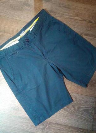 Мужские шорты темно синие.