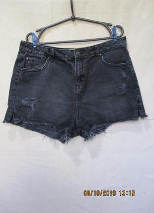 Стильные короткие шорты с потертостями/рваные