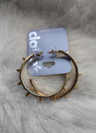 Золотые большие обьемные круглые сережки кольца с шипами камня...