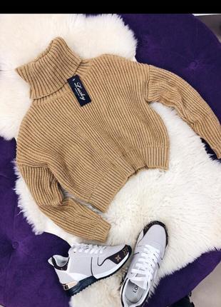 Укороченный свитер гольф