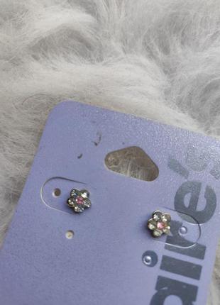Маленькие серебряные серьги гвоздики цветочки с камнями цветы ...