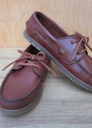 Ремонт обуви любой сложности.