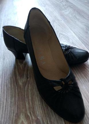 Кожаные туфли на низком каблуке, 40 размер