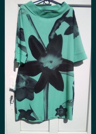 Платье брендовое.