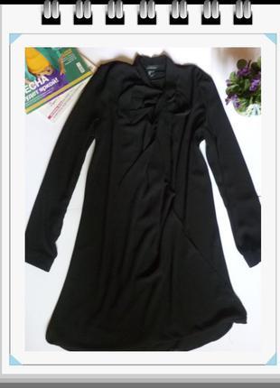 Свободное черное шифоновое платье с завязками и имитацией запа...
