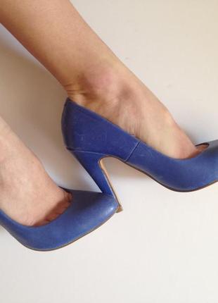 Скидки! туфли лодочки кожаные синие высокий каблук 36 размер
