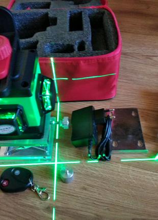 Лазерный уровень 3д с зелёными лучами.