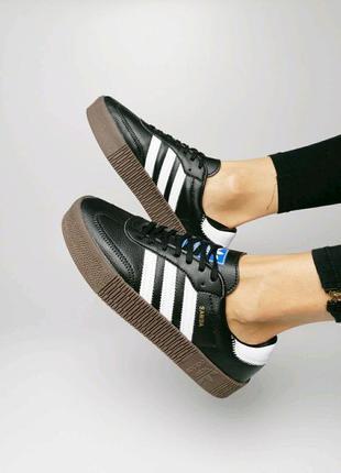 Женские кроссовки самба