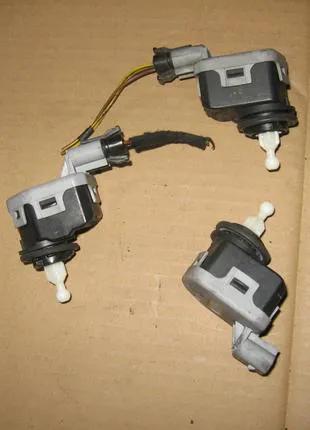 Электрокорректор моторчик фар Opel Astra G 90590665