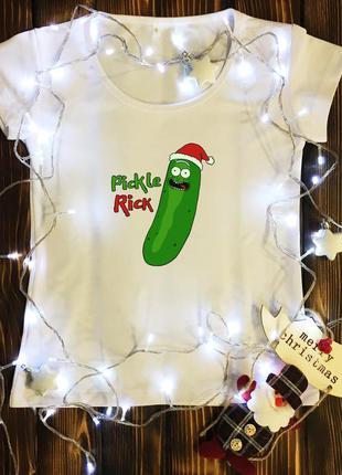 Женская футболка  с принтом - рик - новогодний огурец