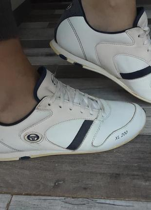 Кожаные кроссовки sergio tacchini. 39р