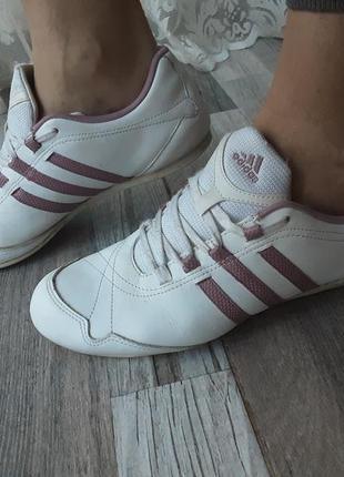Кожаные кроссовки adidas. 39р