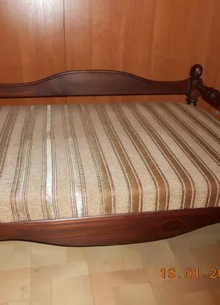Лежак деревянный для собаки с матрацем 60 Х 80см