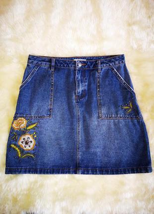 Качественная джинсовая юбка с вышивкой и заклепками