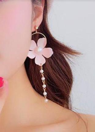 Серьги нежные, длинные с розовым  цветком.