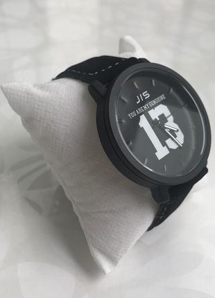 Мужские наручные часы с номером 13