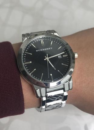 Женские наручные металлические часы с датой серебристые с черным