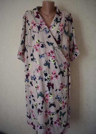 Красивое платье на запах с принтом большого размера