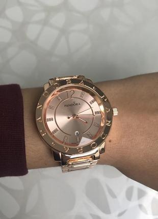 Женские наручные металлические часы с датой розовое золото