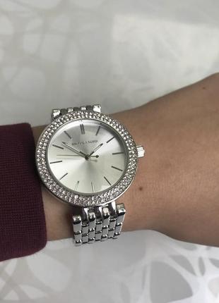 Женские наручные металлические часы серебристые