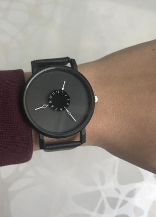 Красивые женские наручные часы черные