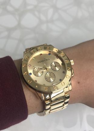 Женские наручные металлические модные часы золотистые