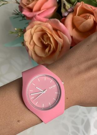 Силиконовые женские наручные розовые часы skmei софт тач