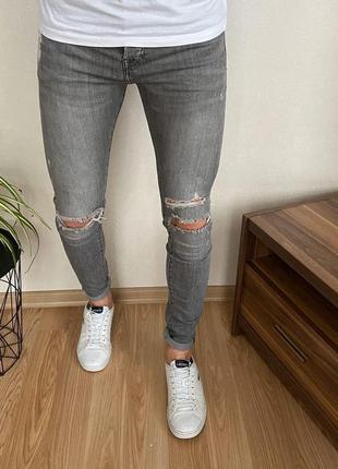 Стильные зауженные мужские джинсы h&m