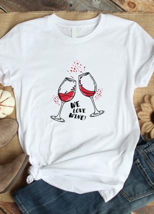 Белая женская футболка с бокалами вина