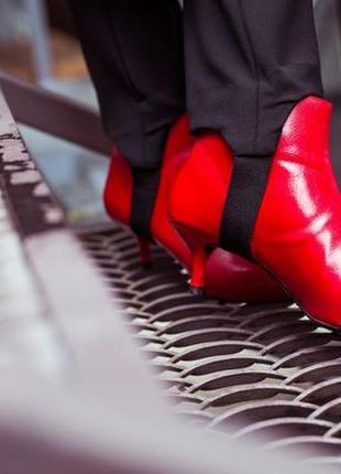 Красные ботинки reserved