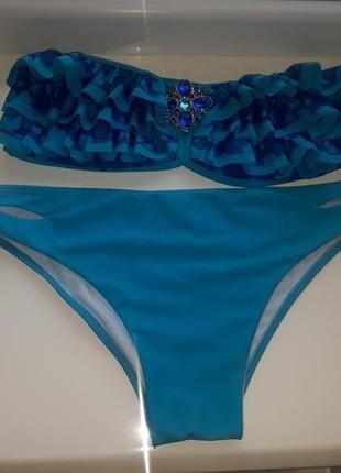 Раздельный голубой купальник верх бандо без шлеек лиф с рюшами...