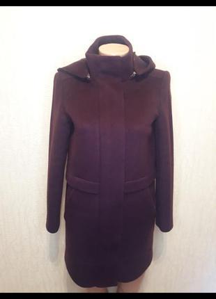 Прямое пальто с капюшоном massimo dutti цвет марсала баклажан
