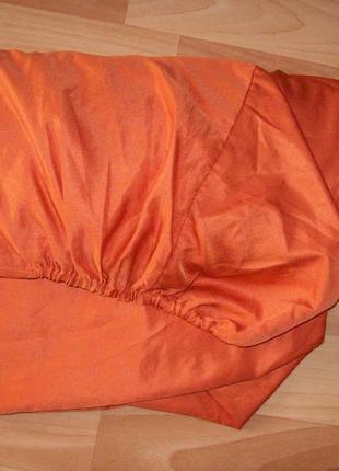 Яркая шелковая простынь на резинке
