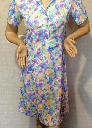 Яркое платье миди в цветы