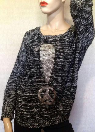 Серебристый свитер с открытой спинкой